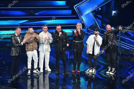 Amadeus, Gigi D'Alessio with 5 rappers
