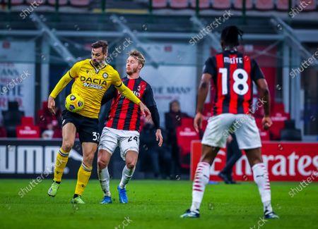 Fernando Llorente of Udinese Calcio fights for the ball against Simon Kjaer of AC Milan