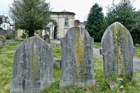 Stock Picture of An iconic landmark in Reading has been put on the market for around £100,000. The Reading Cemetery Arch in Cemetery Junction has been put on the market by Reading Borough Council. The Grade II listed building was once used as offices, but Romans estate agents, which is marketing the arch, say there is scope for conversion, possibly into 2 or 3 residential dwellings, subject to the necessary planning consents being granted.