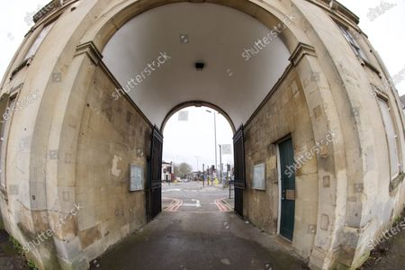 An iconic landmark in Reading has been put on the market for around £100,000. The Reading Cemetery Arch in Cemetery Junction has been put on the market by Reading Borough Council. The Grade II listed building was once used as offices, but Romans estate agents, which is marketing the arch, say there is scope for conversion, possibly into 2 or 3 residential dwellings, subject to the necessary planning consents being granted.