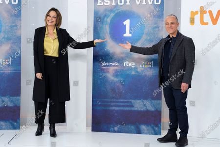 (L-R) Actress Cristina Plazas and actor Javier Gutierrez seen during the 'Estoy Vivo' photocall at RTVE.