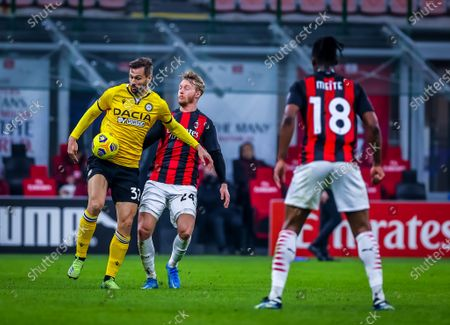 Fernando Llorente of Udinese Calcio and Simon Kjaer of AC Milan are seen in action during the Serie A 2020/21 football match between AC Milan and Udinese Calcio at the San Siro Stadium. Final score; AC Milan 1:1 Udinese Calcio)