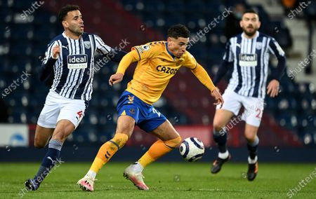 Hal Robson-Kanu (L) of West Bromwich in action against Ben Godfrey (C) of Everton during the English Premier League soccer match between West Bromwich Albion and Everton FC in West Bromwich, Britain, 04 March 2021.