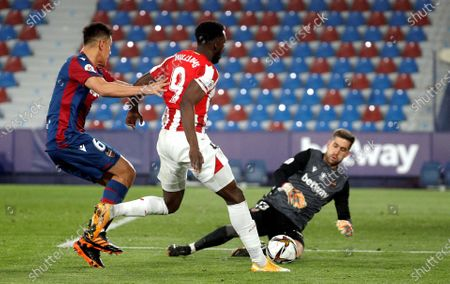 Bilbao's Inaki Williams (C) in action against Levante players Oscar Duarte (L) and goalkeeper Aitor Fernandez (R) during the Spanish King's Cup semi final, second leg soccer match between Levante UD and Athletic Bilbao at Ciutat de Valencia stadium in Valencia, eastern Spain, 04 March 2021.