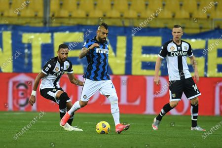 "Hernani Azevedo Junior (Parma)Arturo Vidal (Inter)Jasmin Kurtic (Parma)           during the Italian ""Serie A  match between Parma 1-2 Inter at  Ennio Tardini Stadium in Parma, Italy."