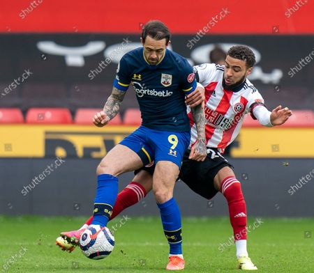 Danny Ings of Southampton on the ball holds off Jayden Bogle of Sheffield United; Bramall Lane, Sheffield, Yorkshire, England; English Premier League Football, Sheffield United versus Southampton.