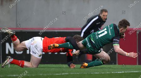 Munster vs Connacht. Munster's Chris Farrell can't prevent Matt Healy of Connacht scoring the opening try
