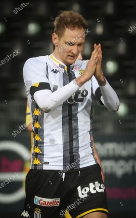 Charleroi's Lukasz Teodorczyk looks dejected during a soccer match between Sporting Charleroi and Sint-Truiden VV, Friday 05 March 2021 in Charleroi, on day 29 of the 'Jupiler Pro League' first division of the Belgian championship.