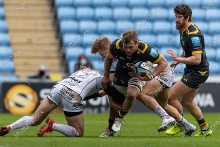Wasps captain Brad Shields is tackled by Billy Twelvetrees of Gloucester Rugby and Chris Harris of Gloucester Rugby