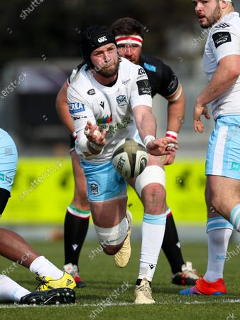 Ryan Wilson - Glasgow Warriors number 8 whips out a pass.