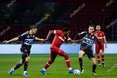 Kortrijk's Trent Sainsbury, Antwerp's Dieumerci Mbokani Bezua and Kortrijk's Julien De Sart pictured in action during a soccer match between Royal Antwerp FC and KV Kortrijk, Saturday 06 March 2021 in Antwerp, on day 29 of the 'Jupiler Pro League' first division of the Belgian championship.