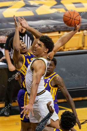 Missouri's Mark Smith, right, shoots over LSU's Cameron Thomas, left, during the second half of an NCAA college basketball game, in Columbia, Mo