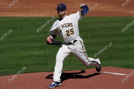 Milwaukee Brewers starting pitcher Brett Anderson (25) throws during the first inning of a spring training baseball game against the Chicago Cubs, in Phoenix