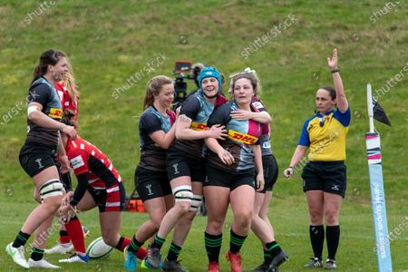 Amy Cokayne (#2 Harlequins Women) celebrates her try