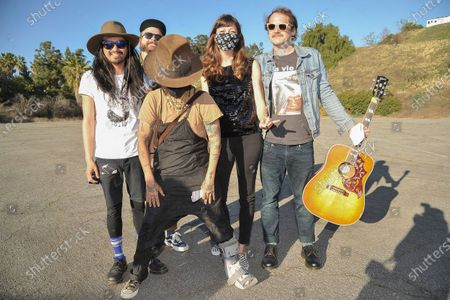 Stock Image of Linda Perry, center, poses with the Silversun Pickups during Rock 'N' Relief, in Los Angeles