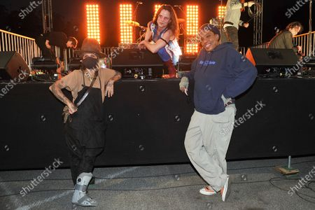 Linda Perry, from left, Juliette Lewis and Macy Gray pose for a photo during Rock 'N' Relief, in Los Angeles