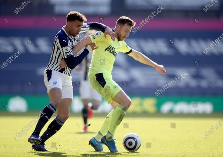 West Bromwich Albion's Hal Robson-Kanu, left challenges Newcastle's Paul Dummett for the ball during the English Premier League soccer match between West Bromwich Albion and Newcastle United at the Hawthorns in Birmingham, England