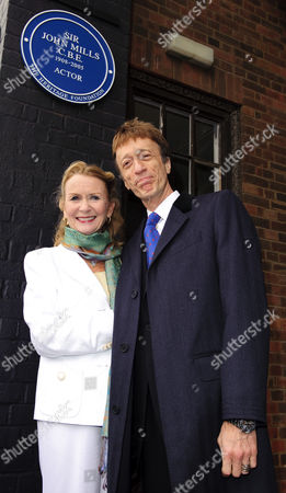 Juliet Mills and Robin Gibb