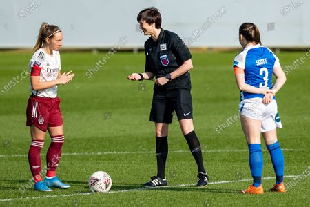 referee Jane Simms, Jordan Nobbs of Arsenal and Harriet Scott of Birmingham City enjoy the coin toss