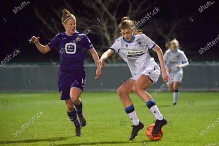 Marie Minnaert (13) of Club Brugge and Laura Deloose (14) of Anderlecht