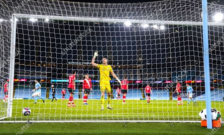 Kevin De Bruyne of Manchester City scores the fifth goal 5-2 past the despairing Goalkeeper Alex McCarthy of Southampton