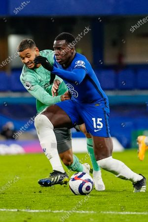 Kurt Zouma of Chelsea battles with Joshua King of Everton