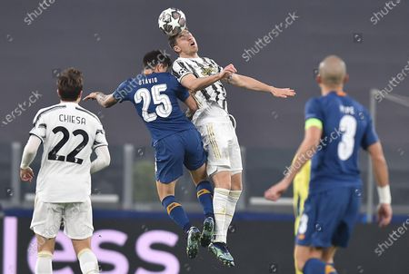 Juventus' Aaron Ramsey (C-R) and Portos's Otavio (C-L) in action during the UEFA Champions League round of 16 second leg soccer match Juventus FC vs FC Porto at the Allianz stadium in Turin, Italy, 09 March 2021.