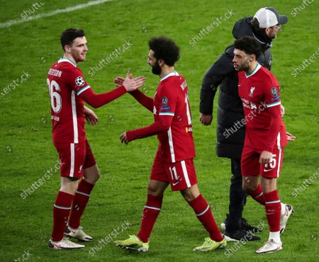 Mohamed Salah of Liverpool, Andrew Robertson of Liverpool and Alex Oxlade-Chamberlain of Liverpool and Jurgen Klopp manager of Liverpool at full time