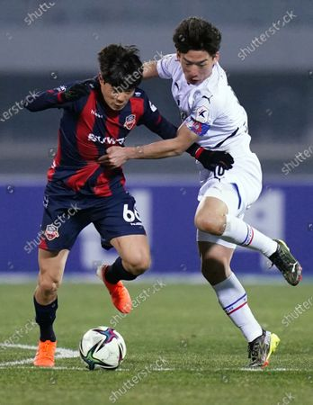 Han Seung-Gyu of Suwon FC competes for the ball with Kim Min-Woo of Suwon Samsung Bluewings during 2021 K League 1 match between Suwon FC and Suwon Samsung Bluewings at Suwon Sports Complex in Suwon, South Korea, on March 10, 2021.