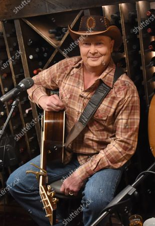 Tracy Lawrence stops by the Circle Television Network, 'Phil Vassar's Songs from the Cellar', in Nashville, TN. Airing in March 11, 2021 on Circle and American Songwriter Podcast Network @PhilVassarSFTC @circleallaccess