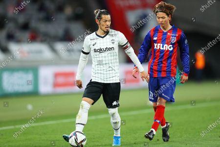 (L to R)  Hotaru Yamaguchi (Vissel),  Takumi Nakamura (FC Tokyo) - Football / Soccer :  2021 J1 League match  between FC Tokyo 2-3 Vissel Kobe  at Ajinomoto Stadium, Tokyo, Japan.