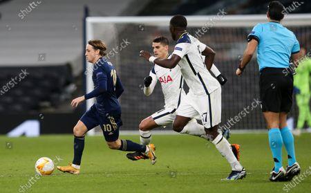 Lovro Majer of Dinamo Zagreb breaks away fro Erik Lamela of Tottenham Hotspur & Moussa Sissoko of Tottenham Hotspur