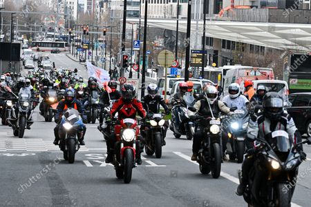 Demonstration of Taxis in Brussels as well as motorcyclists following the new standards applied for Brussels. MAUTODEFENSE ASBL aims to defend the rights of motorists and bikers who are fed up with the way they are treated by the State. Taxation, fuel prices, repression, unsuitable speed limits. delegation will be received at 12 noon by the Prime Minister of Brussels Rudi Vervoort.