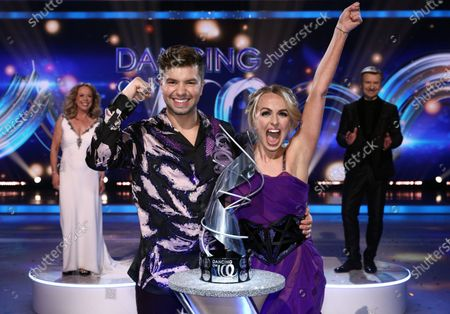 Stock Picture of Sonny Jay and Angela Egan celebrate being crowned Dancing on Ice champions 2021, watched by Jayne Torvill and Christopher Dean