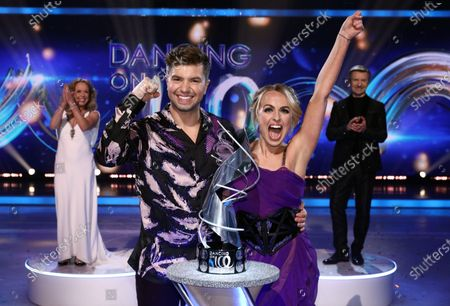 Stock Image of Sonny Jay and Angela Egan celebrate being crowned Dancing on Ice champions 2021, watched by Jayne Torvill and Christopher Dean
