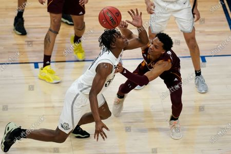 Oregon's Eric Williams Jr. left, and Arizona State's Alonzo Verge Jr. (11) scramble for the ball during the first half of an NCAA college basketball game in the quarterfinal round of the Pac-12 men's tournament, in Las Vegas