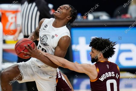Oregon's Eric Williams Jr. (50) drives around Arizona State's Holland Woods (0) during the second half of an NCAA college basketball game in the quarterfinal round of the Pac-12 men's tournament, in Las Vegas