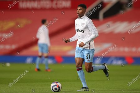 Ben Johnson of West Ham United warms up before kick off