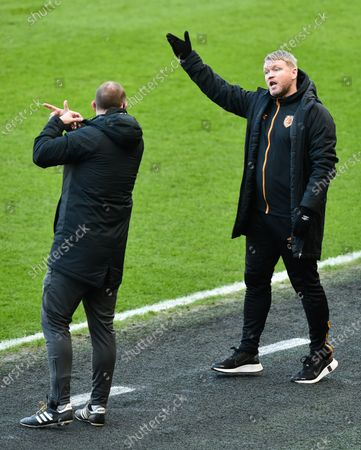 Manager Grant McCann of Hull City rails at Fourth Official Richard Wigglesworth