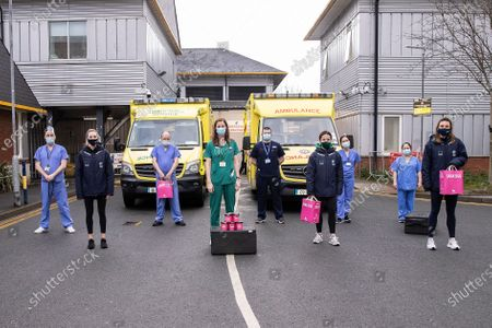 """As a mark of appreciation for the tireless efforts of Ireland's frontline workers over the last 12 months, SoftCo recently teamed up with Saba restaurants to donate over 1,000 meals to frontline healthcare workers. The Ireland Women's Hockey team were on hand to assist Saba with the distribution of meals to a selection of hospitals, whilst adhering to social distancing rules. Throughout the month of February 2021, a group of SoftCo staff globally took part in a 'Steps' Charity Challenge. With lockdowns and remote working reducing movements throughout the day, the SoftCo staff members took on the steps challenge as a way of keeping fit and getting out in the fresh air. A target of 8 million steps was set and the team exceeded the goal with a final tally of over 9.3 million steps. To mark this fantastic effort, SoftCo donated 1,000 meals to frontline and healthcare in appreciation for the efforts that each and every one of them has made during the last year. In addition, a donation was made to Save the Children on behalf of the Finnish staff who took part in the challenge. Commenting on the achievement, SoftCo Co-Founder, Susan Spence, said: """"The work of our frontline workers over the last 12 months is truly appreciated and we are glad to have been able to give a little something back to them. We were conscious of the need for our staff to get outside for some regular exercise while working remotely and the enthusiasm shown by everyone during the challenge was brilliant. We felt it was fitting to mark their efforts with a donation to a group who have given us so much during these difficult times."""". Pictured: Ireland Women's Hockey Squad Members Grace O'Flanagan, Anna O'Flanagan and Nikki Evans with St. James Hospital A&E Staff"""