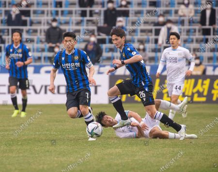 Kim Do-Hyeok (front L) and Oh Ban-Suk (26) of Incheon United FC in action against Kim Jin-Hyuk (bottom) of Daegu FC during the 2nd round of the 2021 K League 1 soccer match between Incheon United FC and Daegu FC at the Incheon Football Stadium. (Final score; Incheon United FC 2:1 Daegu FC)