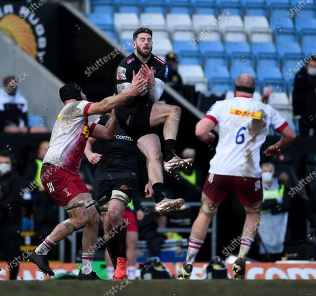 Alex Cuthbert of Exeter Chiefs contends for the aerial ball