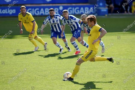 Cadiz's midfielder Alex Fernandez scores the 1-1 goal from the penalty spot during the Spanish La Liga soccer match between Deportivo Alaves and Cadiz CF in Vitoria, Spain, 13 March 2021.