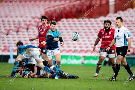 Richard Wigglesworth of Leicester Tigers gets the ball away during the Gallagher Premiership Rugby match between Gloucester Rugby and Leicester Tigers at the Kingsholm Stadium, Gloucester