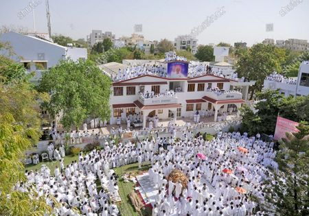 International spiritual organisation Brahma Kumaris Chief administrator Dadi Hriday Mohini was cremated at Shantivan headquarter in Mount Abu. Thousands of followers from various parts of the country attended her funeral and paid tributes with prayer for the peace of her soul. 93 years old Dadi died on Thursday at a private hospital in Mumbai. She was also known as Dadi Gulzar. President of India Ram Nath Kovind, PM Narendra Modi, Rajasthan CM Ashok Gehlot and many other leaders condoled her demise.