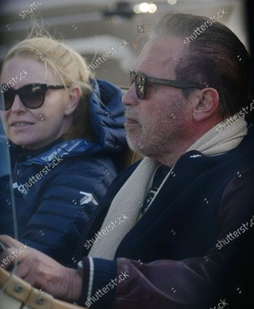Exclusive - Arnold Schwarzenegger and Heather Milligan enjoy Saturday afternoon in a vintage Excalibur in Brentwood