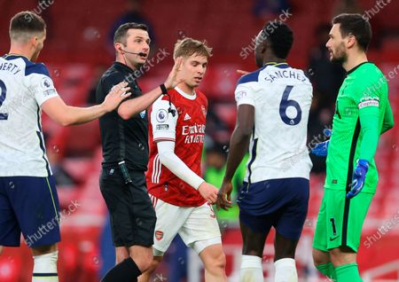 Tottenham's Davinson Sanchez (C-R) argues with referee Michael Oliver (C-L) during the English Premier League soccer match between Arsenal FC and Tottenham Hotspur in London, Britain, 14 March 2021.