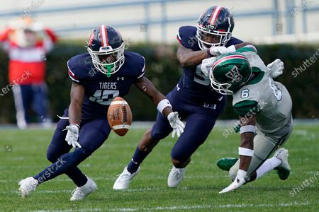 Stock Photo of Jackson State wide receiver Warren Newman (10) attempts to catch a bobbled pass as Mississippi Valley State defender Keonte' Daniels (6) is blocked by a Jackson State teammate during the first half of an NCAA college football game, in Jackson, Miss
