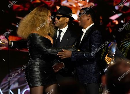 """Kenneth Babyface Edmonds, from right, and Jimmy Jam present Beyonce Knowles with the award for best R&B performance for """"Black Parade"""" at the 63rd annual Grammy Awards at the Los Angeles Convention Center"""