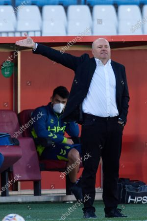 Pepe Mel head coach of Las Palmas reacts during the La Liga Smartbank match between UD Almeria and UD Las Palmas at Estadio Juegos del Mediterraneo on February 14, 2021 in Almeria, Spain. Sporting stadiums around Spain remain under strict restrictions due to the Coronavirus Pandemic as Government social distancing laws prohibit fans inside venues resulting in games being played behind closed doors.